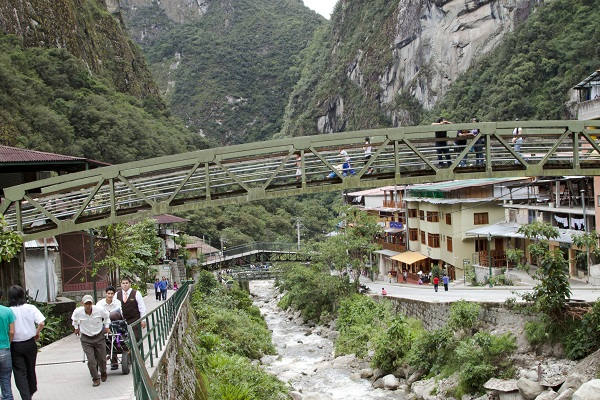 aguas calientes / a thousand threads