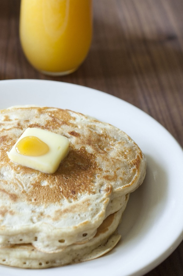 banana walnut pancakes / a thousand threads