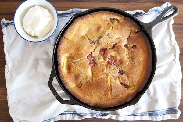 strawberry peach skillet cobbler / a thousand threads